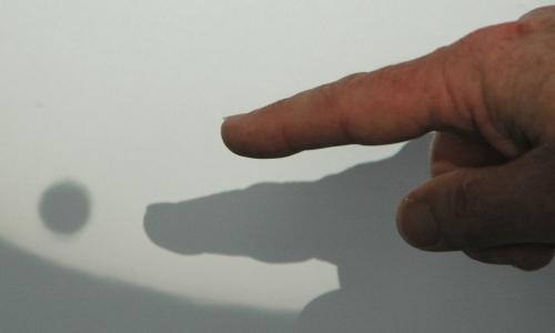 Mark Rigby points to Venus - Photo: Michael Lund
